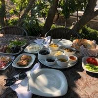 Das Foto wurde bei Assosyal Otel von Eren Y. am 8/21/2018 aufgenommen