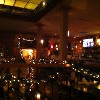 รูปภาพถ่ายที่ The Lobby โดย Tara J. เมื่อ 12/21/2012