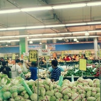 รูปภาพถ่ายที่ NSK Trade City โดย Kriz A. เมื่อ 5/12/2013