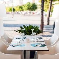 Foto scattata a 3 Nusos Restaurant da 3 Nusos Restaurant il 8/28/2014
