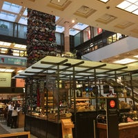 Foto tirada no(a) The Q. Food Court por Michael U. em 12/15/2016