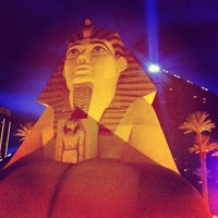 รูปภาพถ่ายที่ Luxor Hotel & Casino โดย Eddy V. เมื่อ 3/3/2013