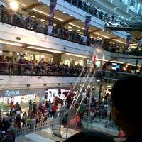 Photo prise au Pondok Indah Mall 2 par Astri W. le7/12/2013