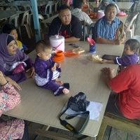 Снимок сделан в Kelong Restaurant Aneka Rasa пользователем Halim I. 8/10/2013