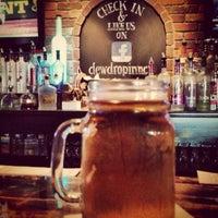 Das Foto wurde bei Dew Drop Inn von CraftBrew G. am 6/12/2013 aufgenommen