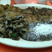 Foto diambil di Costillas El Sitio oleh Victor C. pada 3/23/2013