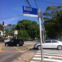 Foto diambil di Avenida Brasil oleh Alê M. pada 11/23/2012