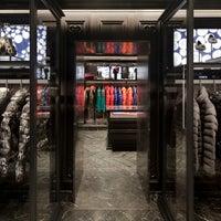 MONCLER stores in Venice   SHOPenauer