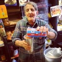 Foto tomada en Ray's Candy Store por gabi p. el 5/14/2013