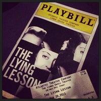 3/21/2013 tarihinde Gigi A.ziyaretçi tarafından Atlantic Theater Company (Linda Gross Theater)'de çekilen fotoğraf