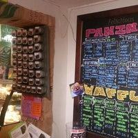 Foto scattata a Felicitous Coffee & Tea House da Hind S. il 12/23/2013