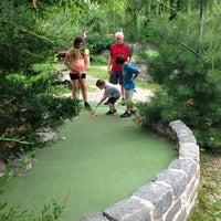 Das Foto wurde bei Big Stone Mini Golf & Sculpture Garden von Dawn N. am 6/15/2013 aufgenommen