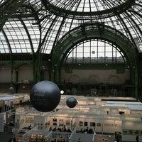 Foto tirada no(a) Grand Palais por JB &. em 11/17/2012