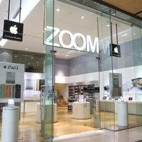 Снимок сделан в ZOOM Apple Premium Reseller пользователем ZOOM @Paris Van Java 8/8/2014
