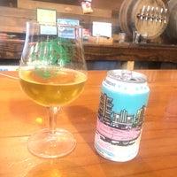 Foto tirada no(a) Southbound Brewing Company por A T. em 6/22/2019