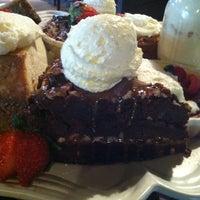 รูปภาพถ่ายที่ Pappadeaux Seafood Kitchen โดย Glen G. เมื่อ 10/31/2012