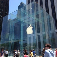 Foto scattata a Apple Fifth Avenue da Carl F. il 5/27/2013