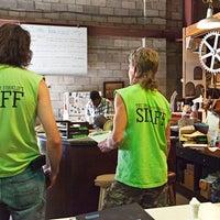Das Foto wurde bei Community Forklift von Community Forklift am 7/26/2014 aufgenommen