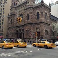 รูปภาพถ่ายที่ Central Synagogue โดย Keith F. เมื่อ 4/13/2013
