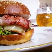 4/1/2013 tarihinde kryštofziyaretçi tarafından Dish – Fine Burger Bistro'de çekilen fotoğraf