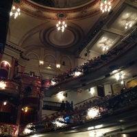 Photo prise au Victoria Palace Theatre par Helene S. le5/10/2013