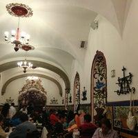 Foto tomada en Café de Tacuba por Ricardo C. el 10/21/2013