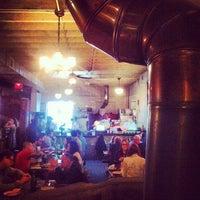 Das Foto wurde bei Roberta's Pizza von Ahmed E. am 10/21/2012 aufgenommen