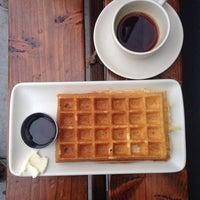 Foto tirada no(a) Linea Caffe por Mandy ✨. em 8/10/2014