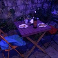 Foto tirada no(a) Funky Mamaliga Hostel por Катерина Ф. em 10/10/2016