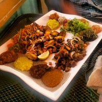Foto tirada no(a) Desta Ethiopian Kitchen por Foodie B. em 10/22/2012