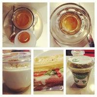 1/12/2013 tarihinde Lilla J.ziyaretçi tarafından Tamp & Pull Espresso Bar'de çekilen fotoğraf