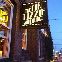 Das Foto wurde bei The Tin Lizzie Lounge von Steve B. am 8/12/2012 aufgenommen