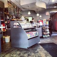 รูปภาพถ่ายที่ LOMA Coffee โดย Mona P. เมื่อ 2/20/2013