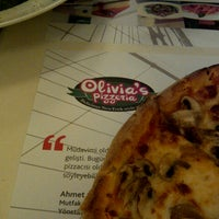 Foto scattata a Olivia's Pizzeria da Volkan E. il 1/26/2013