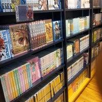 Foto tomada en Books Kinokuniya por Divya P. el 5/26/2013