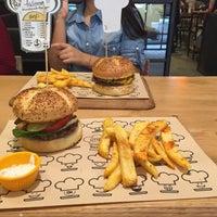 10/14/2015에 Yasemin H.님이 Şef's Burger에서 찍은 사진