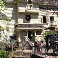 4/24/2014 tarihinde Monica B.ziyaretçi tarafından Mysterious Mansion'de çekilen fotoğraf