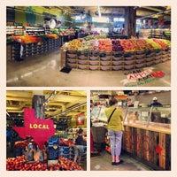 รูปภาพถ่ายที่ Coffee Bar @ Whole Foods Market โดย Zied B. เมื่อ 6/12/2013