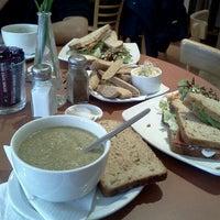 รูปภาพถ่ายที่ Infinity Foods Kitchen โดย Stefania D. เมื่อ 12/10/2012