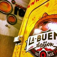 Foto tirada no(a) La Buena Station Comida Mexicana por La Buena S. em 9/11/2013