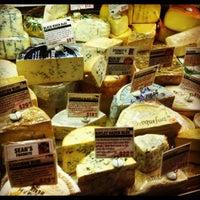 Das Foto wurde bei Murray's Cheese von Kaitlyn K. am 12/6/2012 aufgenommen