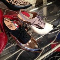 Foto scattata a John Fluevog Shoes da chesty b. il 5/29/2013