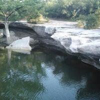 Foto tirada no(a) McKinney Falls State Park por Karri S. em 7/3/2013