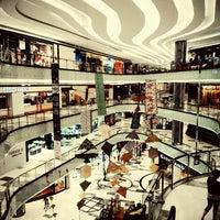 Photo prise au Lippo Mall Puri par Marida S. le8/7/2015