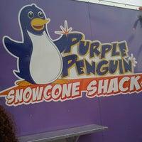8/25/2013 tarihinde Darrenziyaretçi tarafından Purple Penguin SnowCone Shack'de çekilen fotoğraf