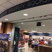 Foto tomada en Auburn University Bookstore por Ellen M. el 9/15/2017