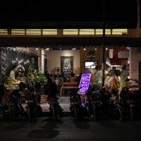 รูปภาพถ่ายที่ Kedai Kopi Mataram โดย Kedai Kopi Mataram เมื่อ 8/25/2014