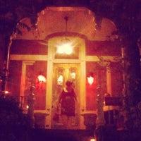 Foto diambil di Mollie Fontaine's Lounge oleh Susanne S. pada 7/28/2012
