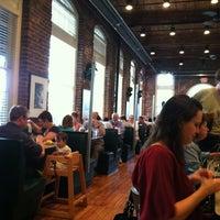 Das Foto wurde bei Elmo's Diner von John B. am 3/22/2012 aufgenommen