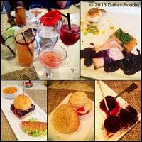 7/25/2013 tarihinde Dallas Foodie (.ziyaretçi tarafından Second Floor Regionally Inspired Kitchen'de çekilen fotoğraf